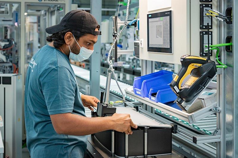 Produktion eines Batteriespeichers bei Solarwatt in Dresden. Bildquelle: SOLARWATT GmbH